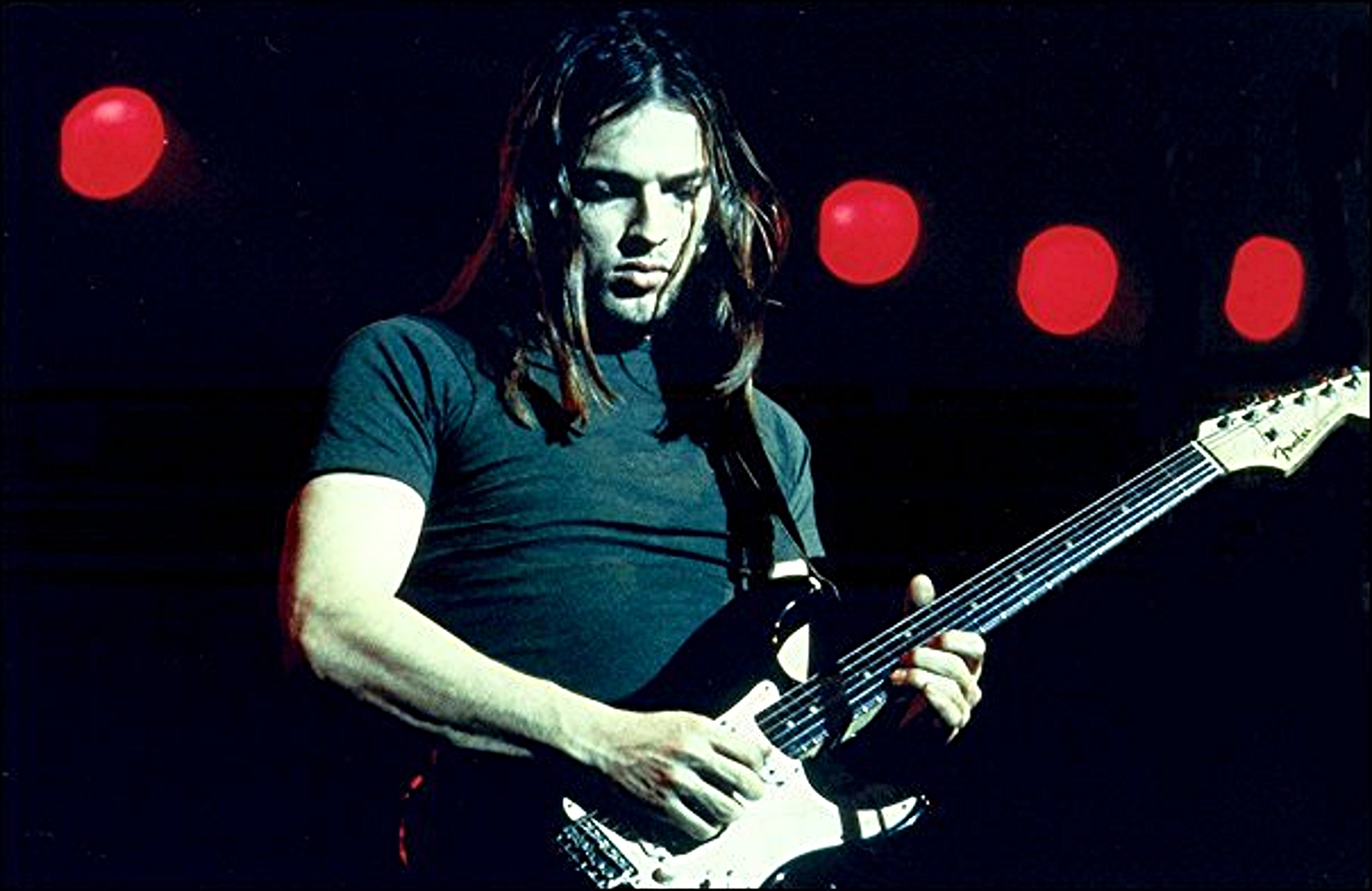 David Gilmour, guitariste béni des Pink Floyd... Amateur de riffs éternels, courrez écouter Wish You Were Here.